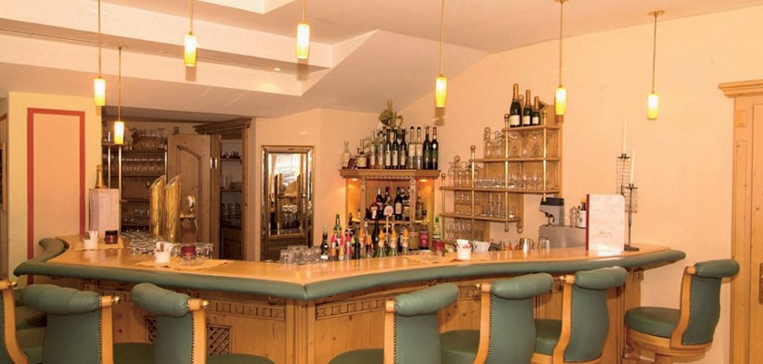 iski ischgl hotels luxury hotel ski holidays. Black Bedroom Furniture Sets. Home Design Ideas