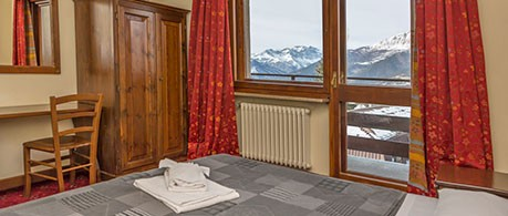 i-ski.co.uk | Hotel La Terrazza, Sauze d\'Oulx, Italy