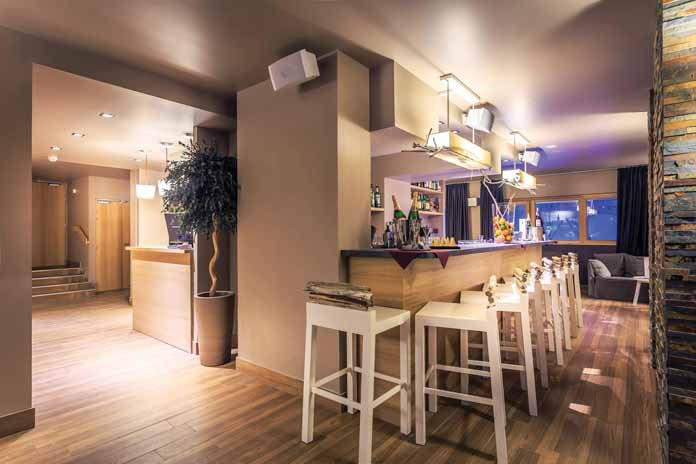 i ski hotels in serre chevalier. Black Bedroom Furniture Sets. Home Design Ideas