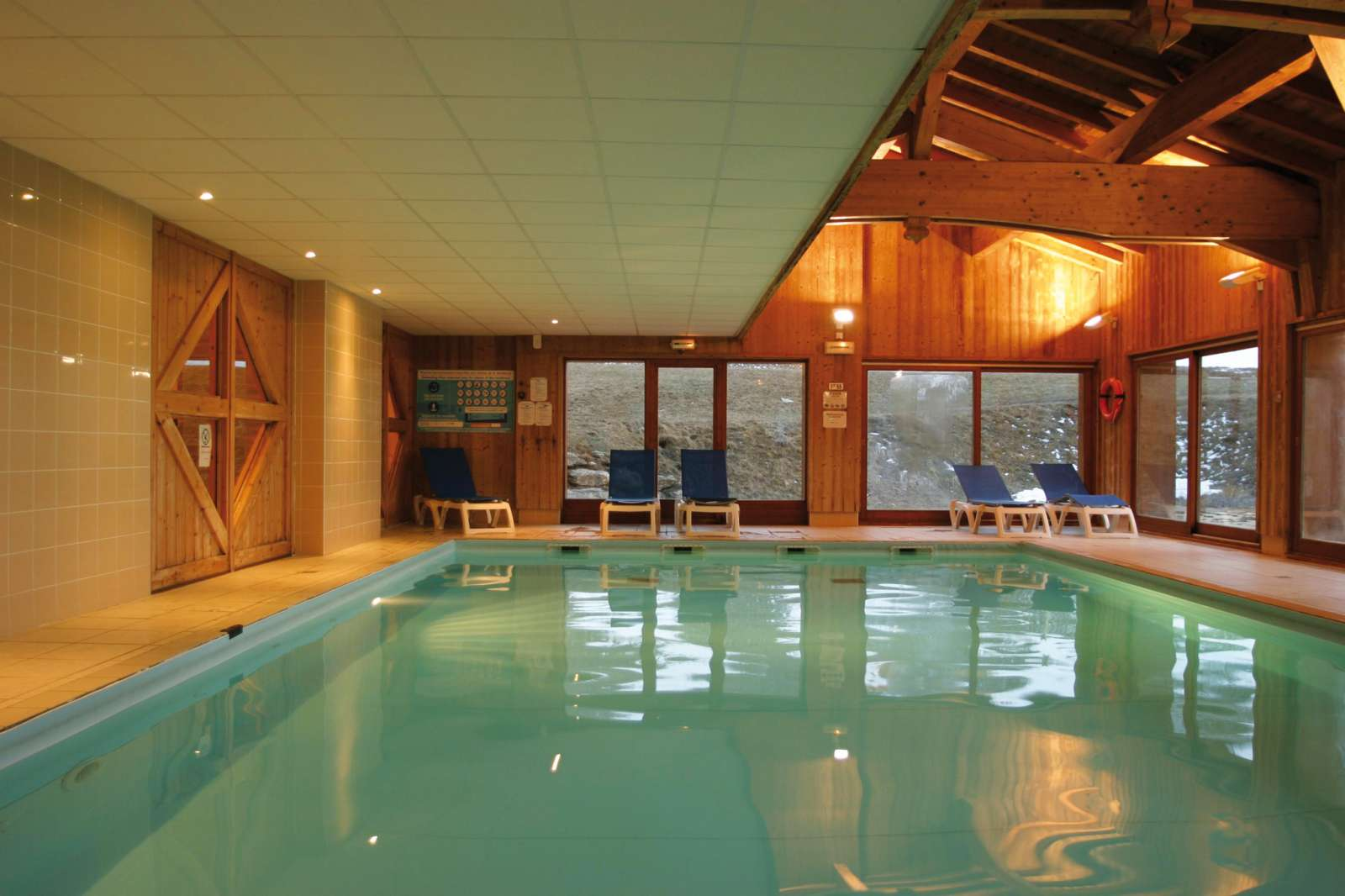 Iski les valmonts de val cenis apartments self catered Valentine pool swimming lessons